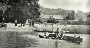 A team from Tyrrell and Green Southampton triumph in a Mop Fighting bout, at the 1939 Odney Rag Regatta