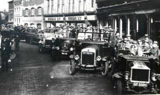 Heelas staff on an outing, 1924