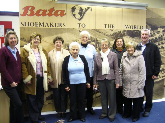 Jean Gilcrist (second left) and far right Diane Wise, Jo Spence, Maureen Bone and Ian Hudson with the Bata volunteers | From the private collection of J.Spence